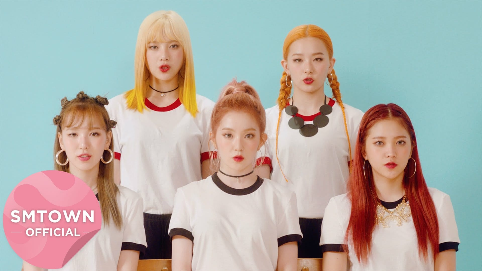 """Red Velvet Causes Trouble In New MV For """"Russian Roulette"""""""