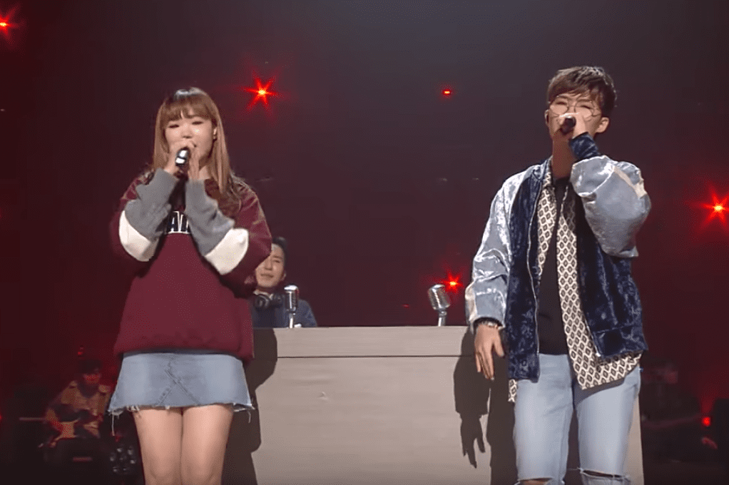 "AKMU Performs 2NE1's ""Ugly"" On ""Yoo Hee Yeol's Sketchbook"""
