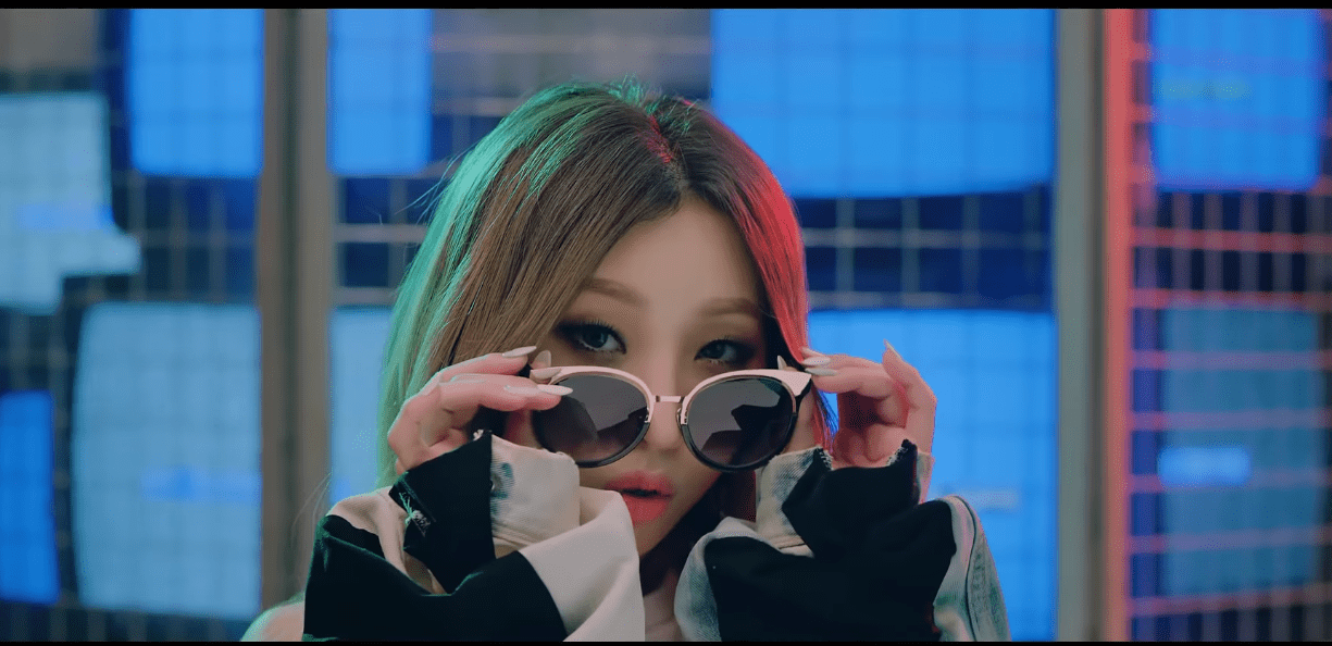 """WATCH: Minzy Releases First Solo Music Video """"NiNaNo"""""""