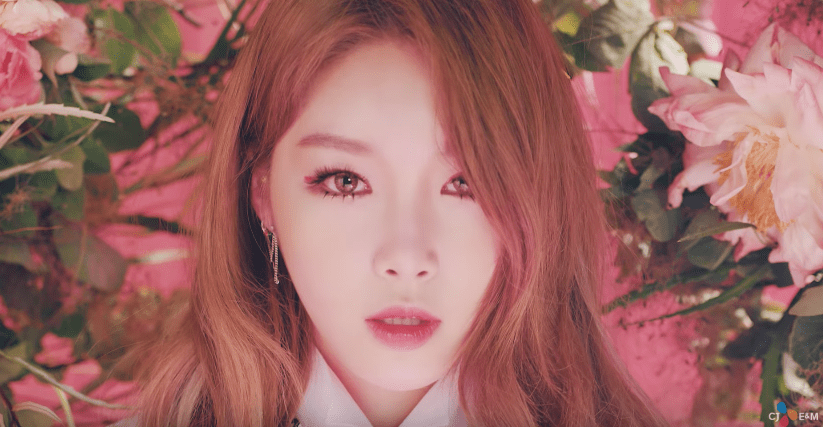 """WATCH: I.O.I's Chungha Makes Official Solo Debut With """"Why Don't You Know"""""""