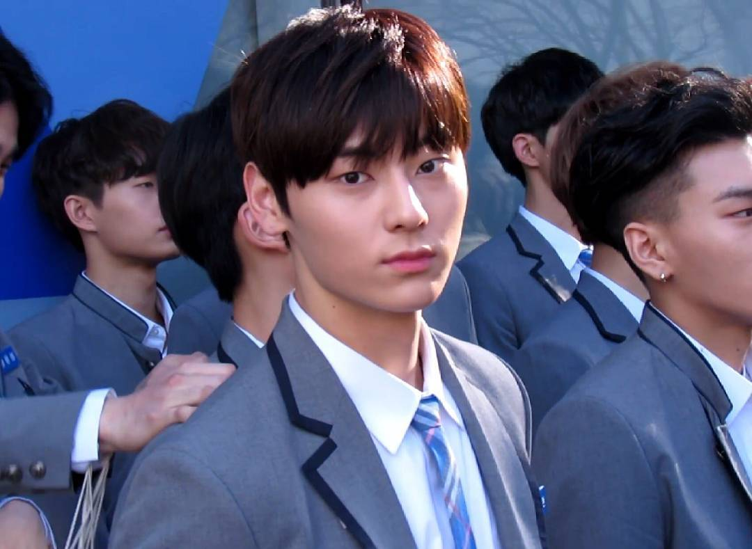 """WATCH: Behind-The-Scenes Video Shows Minhyun Overwhelmed With Emotion When Friends Are Eliminated On """"Produce 101"""""""