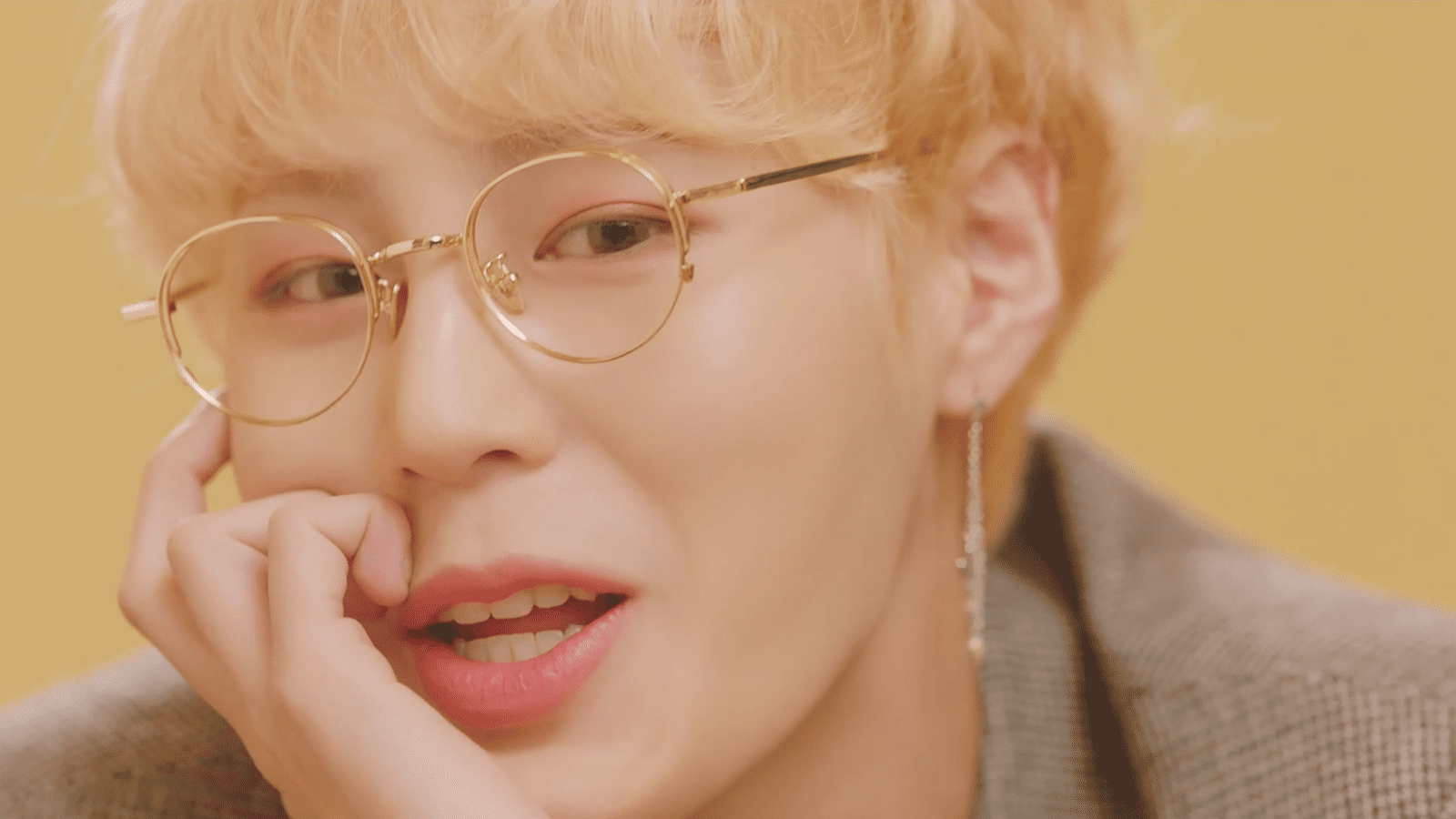 "WATCH: Ha Sung Woon Gets As Free As A ""BIRD"" In Solo Debut MV"