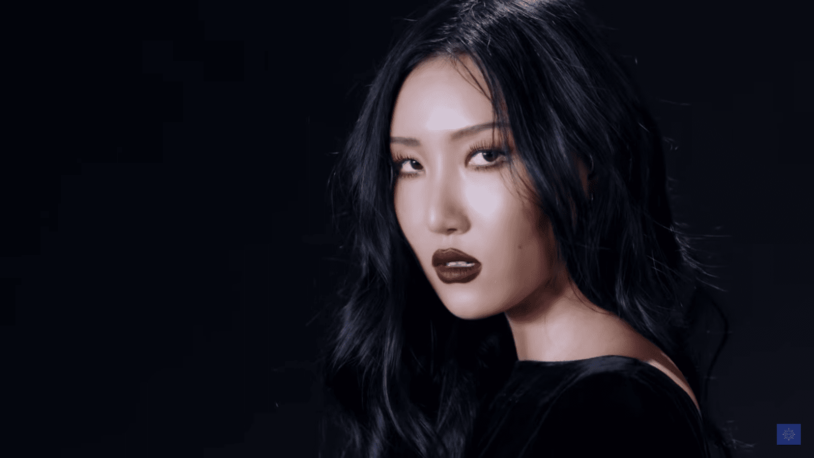 "WATCH: MAMAMOO's Hwasa Makes A Statement In ""TWIT"" MV For Solo Debut"