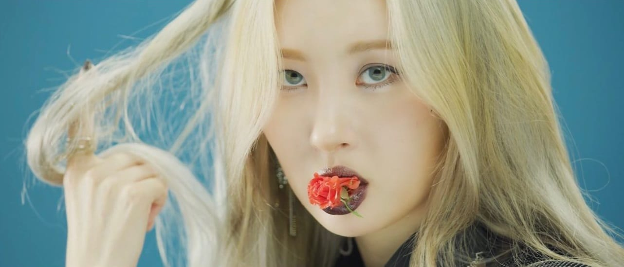 """WATCH: Sunmi Goes Playfully Eclectic In Music Video For """"Lalalay"""""""