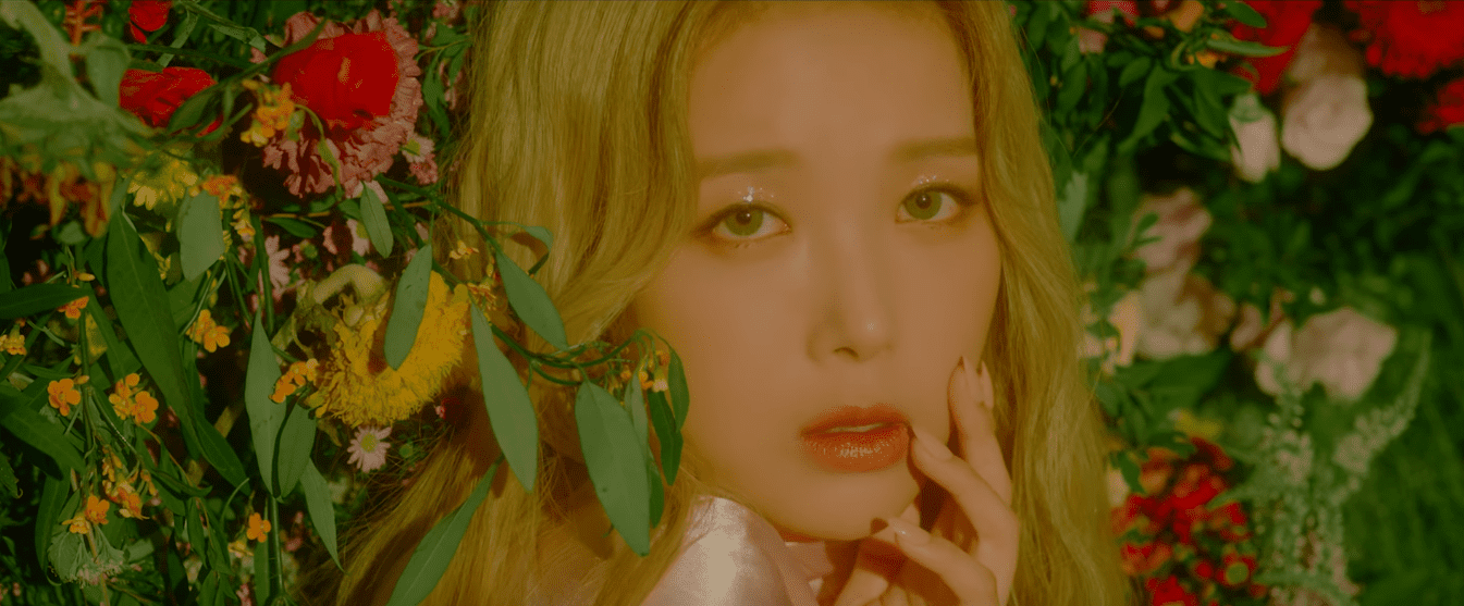 """WATCH: Yubin Compares Her Memories To A """"Silent Movie"""" In Evocative MV Featuring Yoon Mirae"""