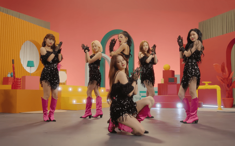 "WATCH: MOMOLAND Brings Year-End Cheer With Enthusiastic ""Thumbs Up"" Music Video"