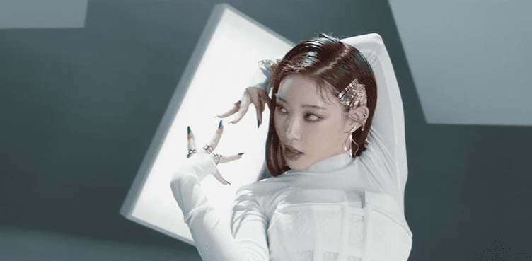 "WATCH: Chungha Captivates In ""Stay Tonight"" Pre-Release Music Video"
