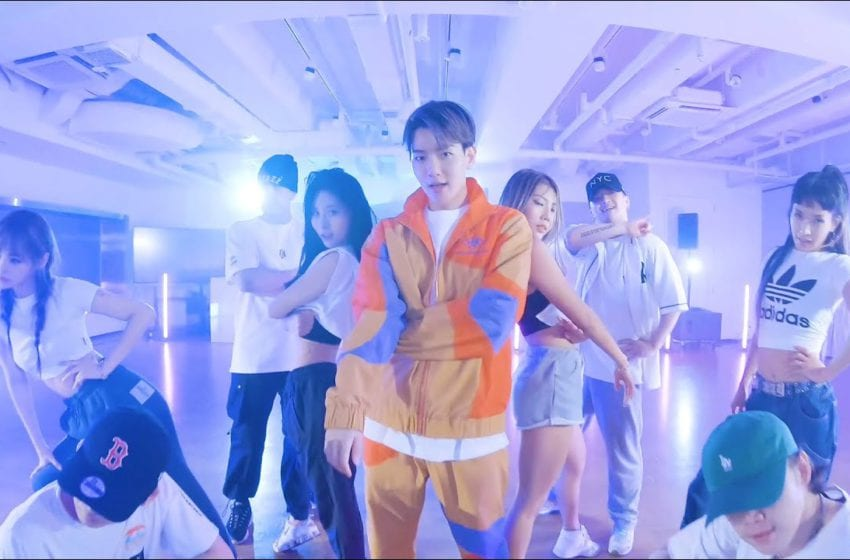 """WATCH: EXO's Baekhyun Shows Off Sweet Moves In Dance Practice Video For """"Candy"""""""