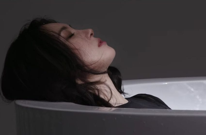 """WATCH: Sunmi Bares Her Vulnerable Thoughts In """"Borderline"""" Music Video"""