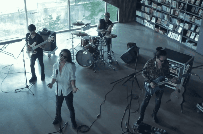 """WATCH: Korean Rock Legends Boohwal Reminisce In """"The Moment"""" MV"""